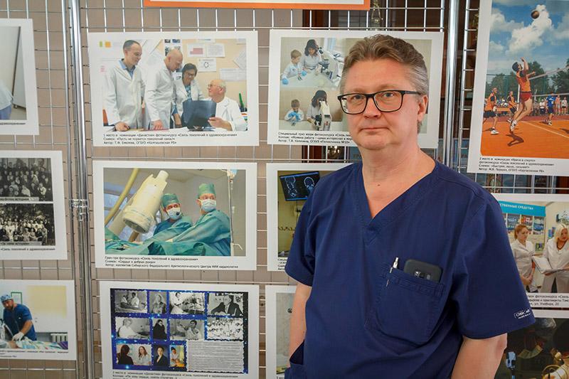 Мобильная фотовыставка _Связь поколений в здравоохранении_ открылась в НИИ кардиологии2
