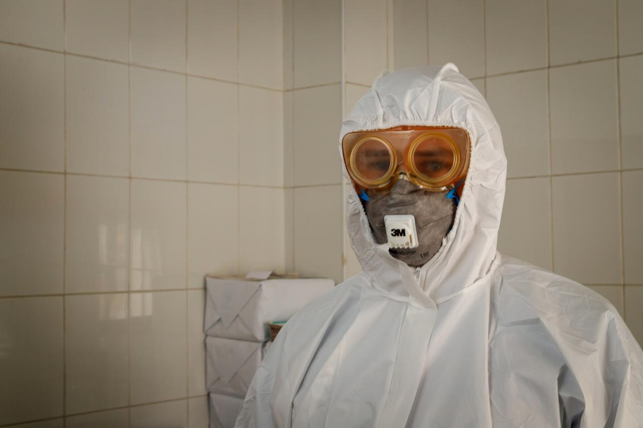 Медицинские работники Томской области начали получать стимулирующие выплаты за работу с коронавирусными больными